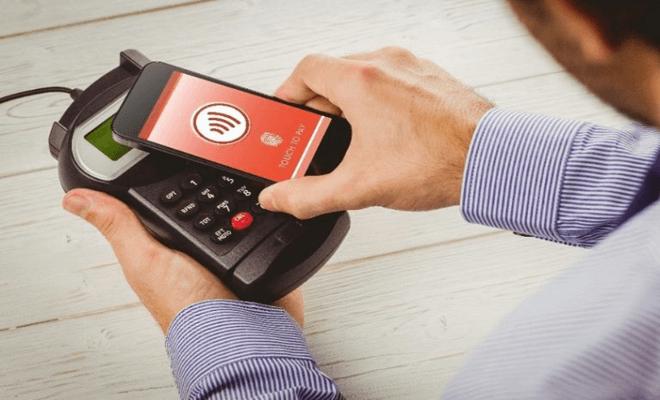 Объем мобильных платежей в России резко вырос